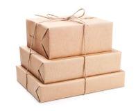Pilha de pacote envolvida com papel de embalagem marrom Fotos de Stock Royalty Free