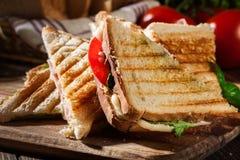 Pilha de panini com o sanduíche do presunto, do queijo e da alface imagens de stock