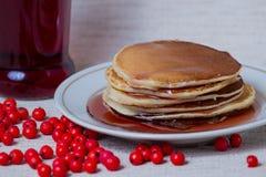 Pilha de panquecas, café da manhã na tabela Imagem de Stock