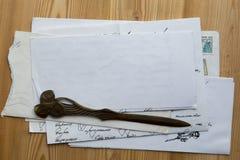 Pilha de papéis e de letras velhos Fotografia de Stock Royalty Free