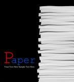 Pilha de papéis no fundo preto Imagem de Stock Royalty Free
