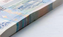 Pilha de papel moeda novo Foto de Stock