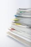 Pilha de papel no fundo branco Imagens de Stock