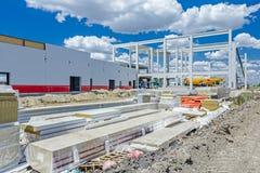 A pilha de paredes compostas do painel da isolação é empilhada na construção Foto de Stock Royalty Free