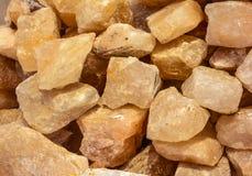 Pilha de pedaços crus de sal de rocha Fotos de Stock Royalty Free