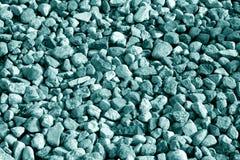 Pilha de pedras do cascalho no tom ciano imagem de stock royalty free