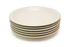 Pilha de placas de jantar bege imagens de stock