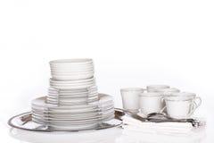 Pilha de pratos finos na bandeja de prata imagens de stock