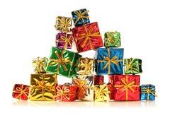 Pilha de presentes brilhantes Fotografia de Stock Royalty Free
