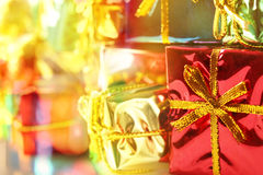 Pilha de presentes brilhantes Fotos de Stock