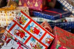 Pilha de presentes do Natal Imagens de Stock