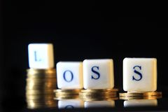 A pilha de rupia dourada, de moeda de Indonésia, de ilustração para o lucro da perda/artigo falido, de relatório, de jornal ou de Imagens de Stock
