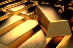 Pilha de sala escura de contraste alto de barras de ouro Foto de Stock Royalty Free