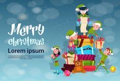 Pilha de Santa Helper With Present Box do personagem de banda desenhada do grupo do duende do Natal ilustração royalty free
