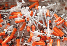 Pilha de seringas usadas Foto de Stock