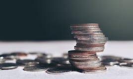 Pilha de Tailândia das moedas com conceito do investimento do planeamento da economia Imagens de Stock