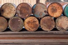 Pilha de tanque de gás oxidado velho Imagens de Stock