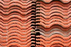 Pilha de telhado de telha vermelha Foto de Stock