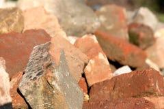 Pilha de tijolos envelhecidos, detalhe imagens de stock royalty free
