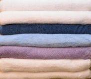 Pilha de toalhas coloridas Fotografia de Stock