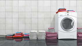 Pilha de toalhas coloridas na máquina de lavar Imagens de Stock Royalty Free