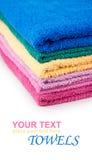 Pilha de toalhas de banho coloridas Fotografia de Stock Royalty Free