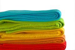 Pilha de toalhas de banho coloridas Imagens de Stock