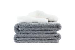 Pilha de toalhas de banho Isolado sobre o branco Imagens de Stock