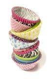 Pilha de todos os copos de papel do queque das cores Fotografia de Stock