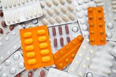 Pilha de vários comprimidos em blocos de bolha Imagens de Stock Royalty Free
