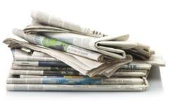 Pilha de vários jornais Fotografia de Stock Royalty Free