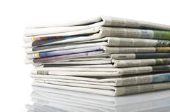 Pilha de vários jornais Imagem de Stock