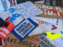 Pilha de vários sinais rejeitados para o março para nosso rall das vidas Fotografia de Stock Royalty Free