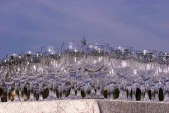 Pilha de vidros de vinho vazios Fotos de Stock Royalty Free