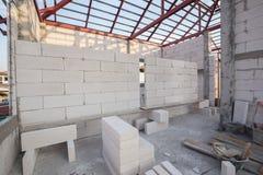 Pilha do bloco de cimento de pouco peso branco, bloco de cimento espumado imagens de stock