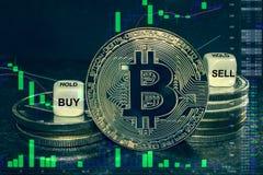 Pilha do btc do cryptocurrency da moeda de moedas e de dados A carta a comprar, venda da troca, guarda imagem de stock royalty free