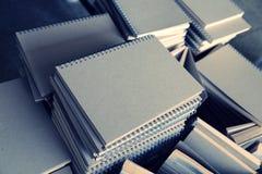 Pilha do caderno do emperramento de fio Fotografia de Stock