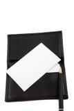Pilha do cartão em branco branco no suporte de cartão Fotografia de Stock