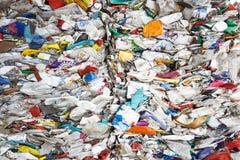 Pilha do desperdício classificado do plástico fotos de stock