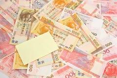 Pilha do dinheiro com nota de post-it Imagens de Stock