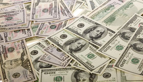 Pilha do dinheiro da moeda $100 dos E.U., $50 contas de dólar Foto de Stock Royalty Free