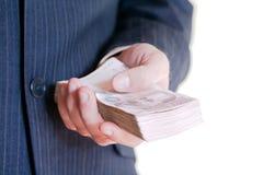 Pilha do dinheiro da terra arrendada do homem de negócios Foto de Stock Royalty Free