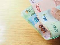 Pilha do dinheiro do baht tailandês à disposição Fotos de Stock Royalty Free