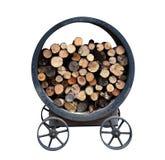 Pilha do estoque da lenha no carro da roda do recipiente do metal do ferro para o cozimento exterior isolado no fundo branco imagens de stock royalty free