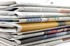 Pilha do jornal imagens de stock