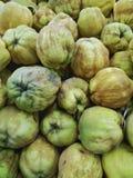 Pilha do marmelo orgânico fresco Foto de Stock
