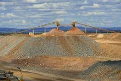 Pilha do minério da mina de ouro Foto de Stock