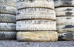 Pilha do pneu no circuito de competência de A Fotografia de Stock