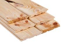 Pilha dobrada placa do pinho carpentry As placas de madeira dobraram-se em se fotos de stock