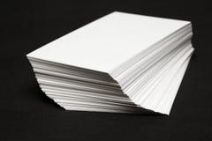 Pilha dos cartões brancos imagem de stock